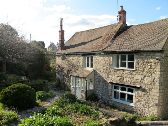 Stunning Cotswold cottage - Gloucestershire - House