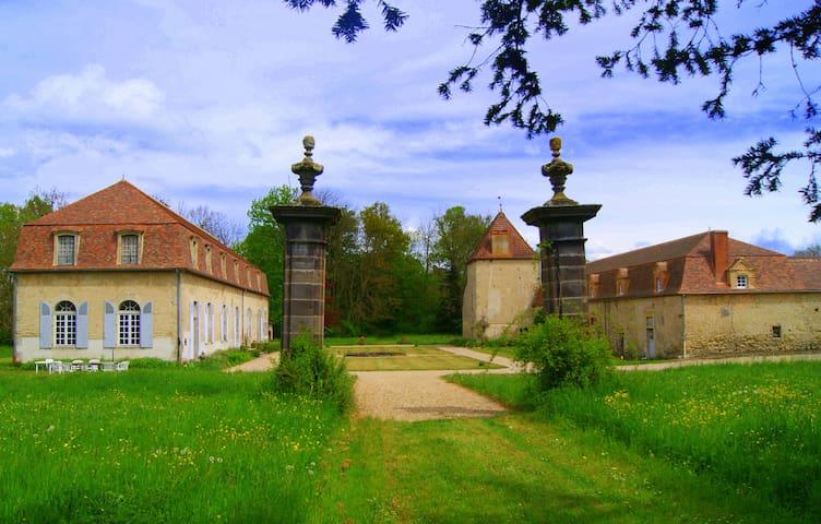 Fontnoble Castle - Biozat - Castello