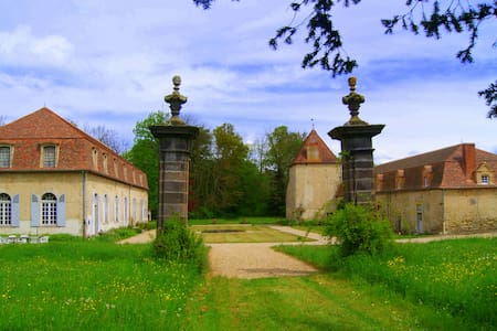 Fontnoble Castle - Slott