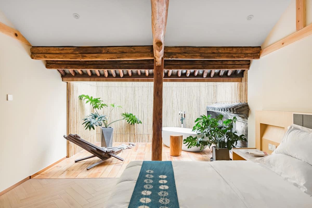 『万境故园』Airbnb最佳房源设计奖丨星空浴缸轻奢套房