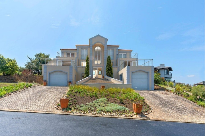 Pezula Golf Estate  4 Bed Holiday home 8 guests