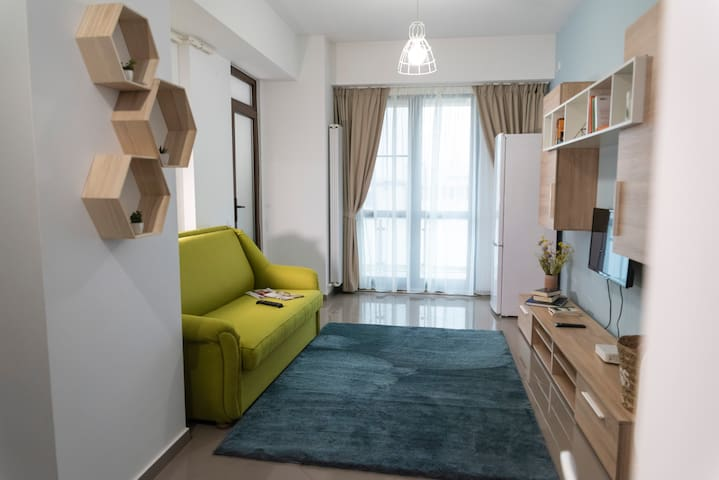 Axis 40 - Modern home away from home+free parking