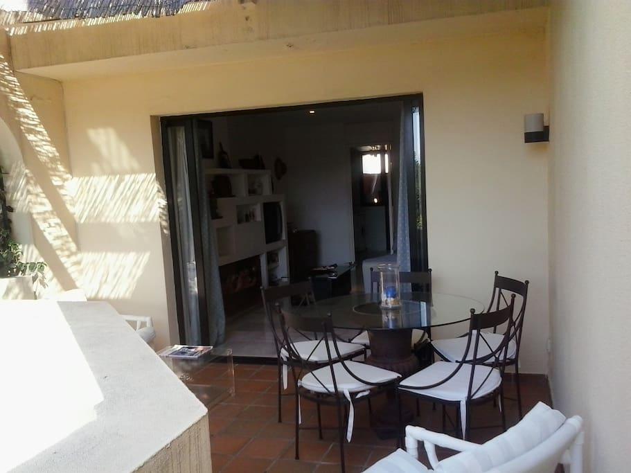 Duplex con garage piscina y jardin san roque for Duplex con garage
