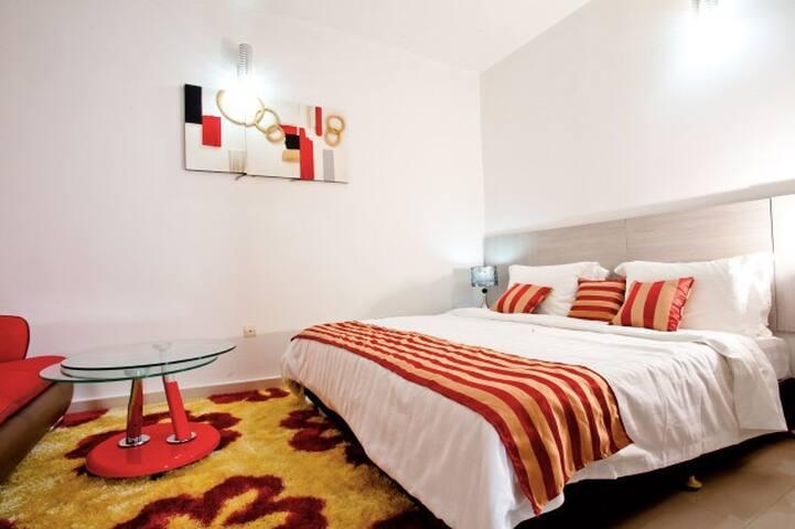 Magnifique chambre au décor soigné