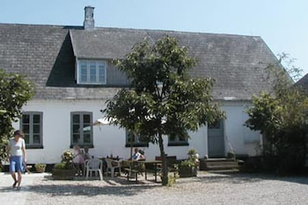 BNB in village outside CPH #room 1 - Skibby - Bed & Breakfast