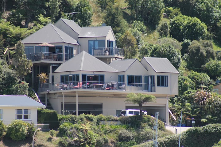 Kaiteriteri Apartments:  Upper Apartment