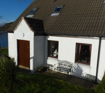 Cosy Cottage with spectacular views - Shieldaig