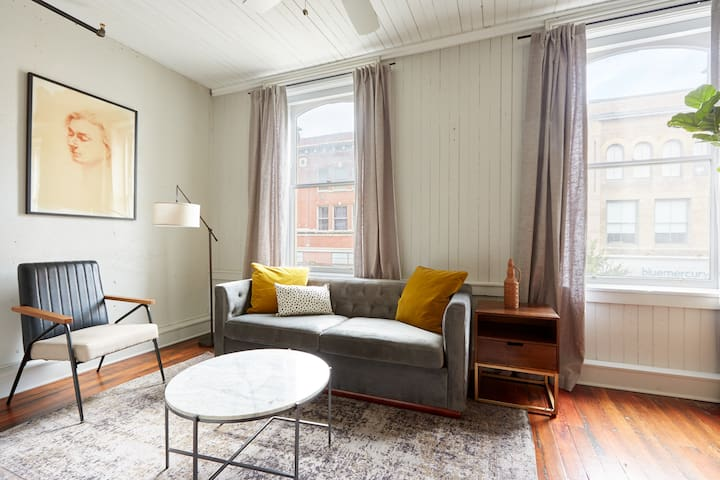 Sonder | The Broughton | Warm 1BR + Sleeper Sofa