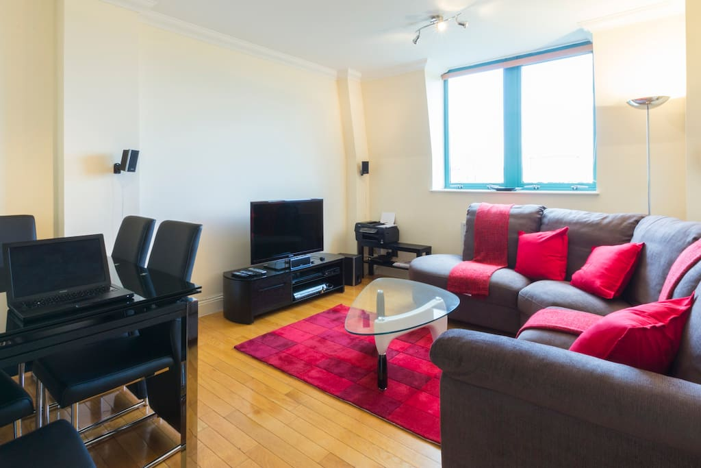 The living room has everything you could ask for. A comfy and stylish sofa, flat screen tv, virgin media cable and 100mbit wifi internet, 5.1 sony home cinema and an expandable stylish dining table which could easily accomodate eight people.