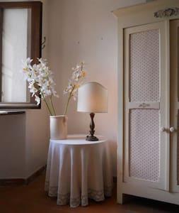 Relax e charme in un Borgo Medievale in Liguria - Ameglia - Дом