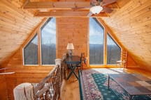 Upstairs Loft with Desk, Mountain Views!