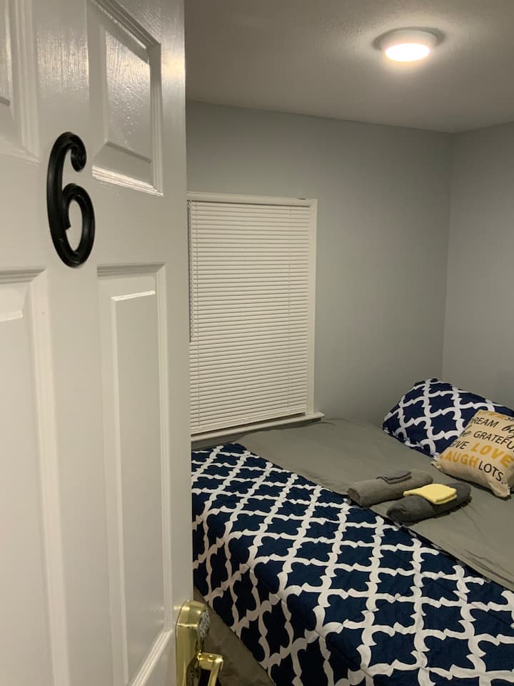 #6 Near Yale Hotel-Like KING Bed Private Room