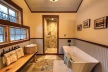 Hudson Bay en suite bath