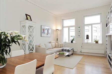 Central and classic with balcony - Oslo - Wohnung