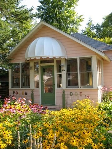 POLKA DOT  WHIMSICAL LAKE COTTAGE - Caroga Lake - Hus