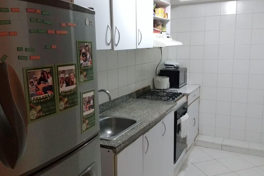 Cocina totalmente equipada.   Full Equipped kitchen.