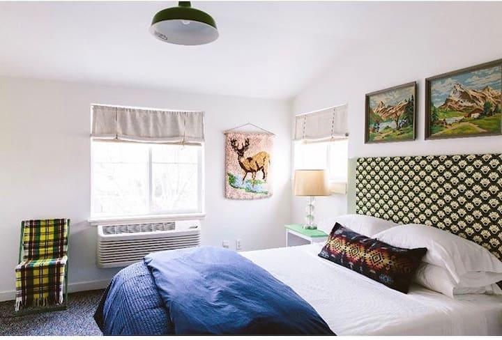 LODGE 902: Downtown : Room 5: Queen: 2nd Floor
