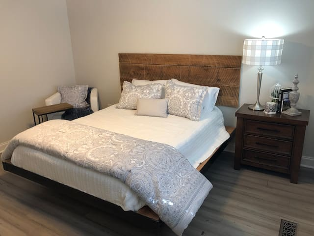 Queen size bed with soft, luxury linens.  Bedroom has large walk-in closet.