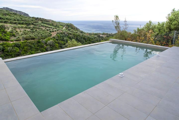 Villa Sfinari, 2 BD, pool, 1100m from the beach - Sfinari - Villa