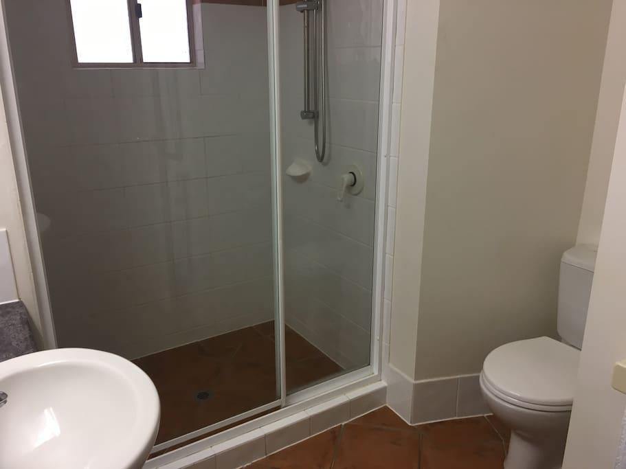 large 2nd bathroom