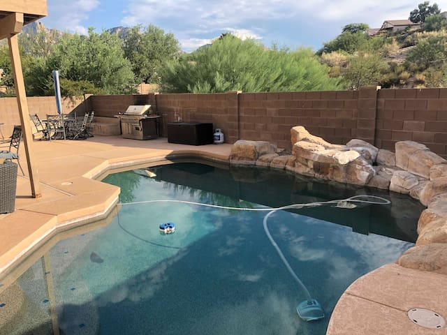 Oro Valley House with pool and lots of space!