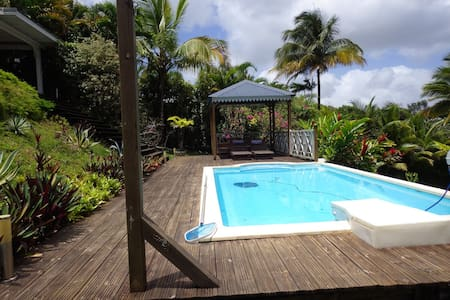 bungalow avec piscine - Petit-Bourg