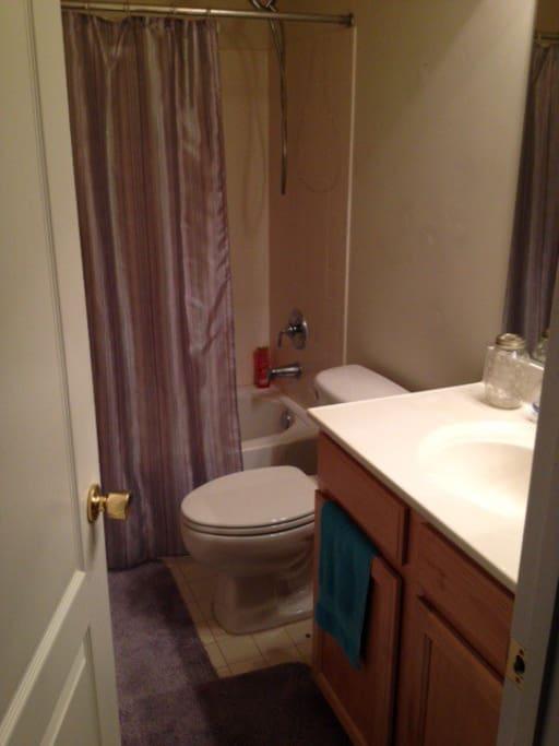 Clean and spacious full bath!