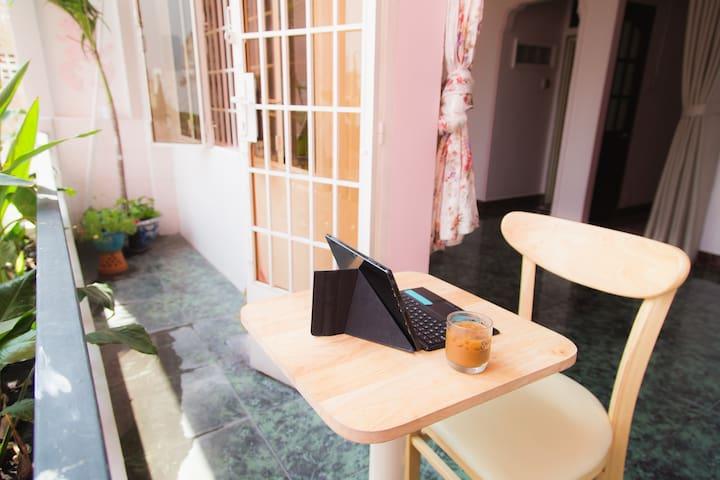 The Old Saigon __ Spacious Flowery apartment for 3 - Ho Chi Minh City - Lejlighed