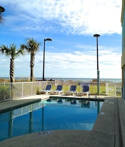 Spacious*OCEANFRONT*POOLS*Renovated - Myrtle Beach - Other