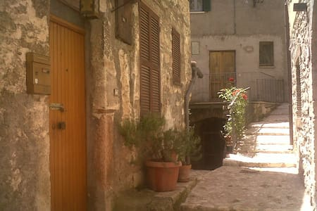 Low cost stay  in medioeval town - Stroncone - Apartment