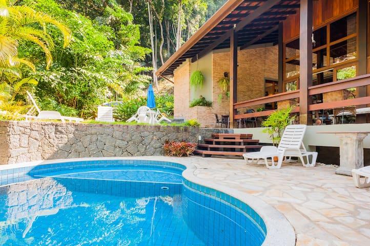 Casa linda! 5 Suítes + Piscina + Ar