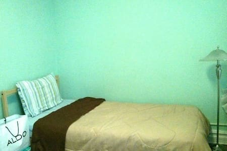 ROOM 1: One Person Bedroom, Journal Sq. - Jersey City - Haus