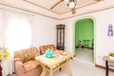 Amy's Guest House - Nasugbu - House