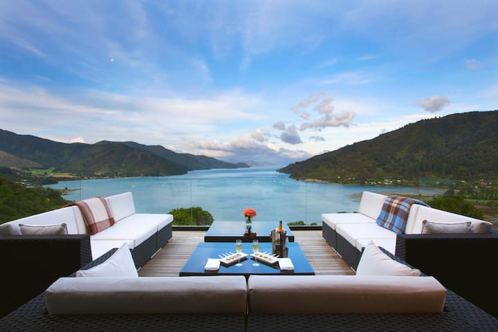 Marlborough Sounds Luxury Lodge - Anakiwa - Bed & Breakfast