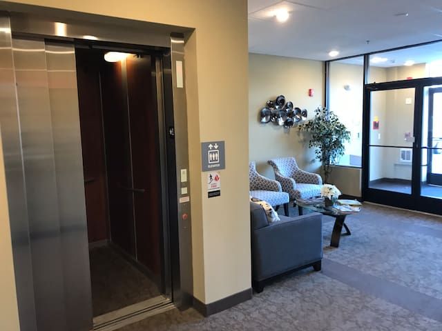 Direct access elevator from lobby