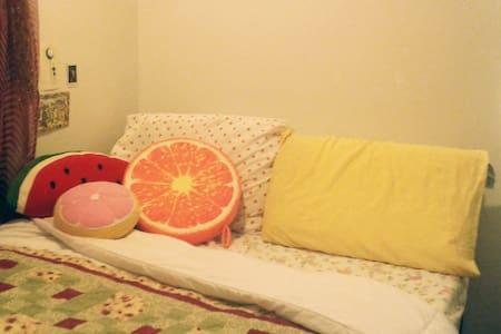 Artsy 1 Bedroom, 2 min walk from subway - Бруклин