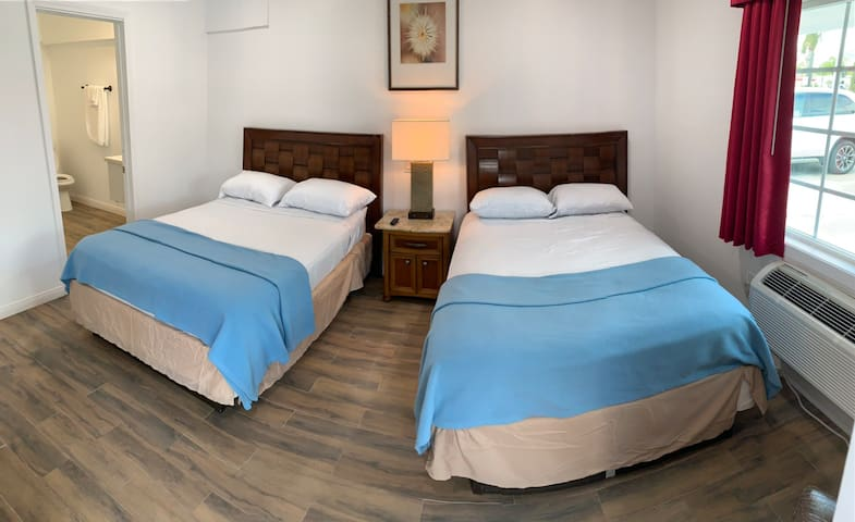 Room 4 at Pine Ave Inn - Double Beds