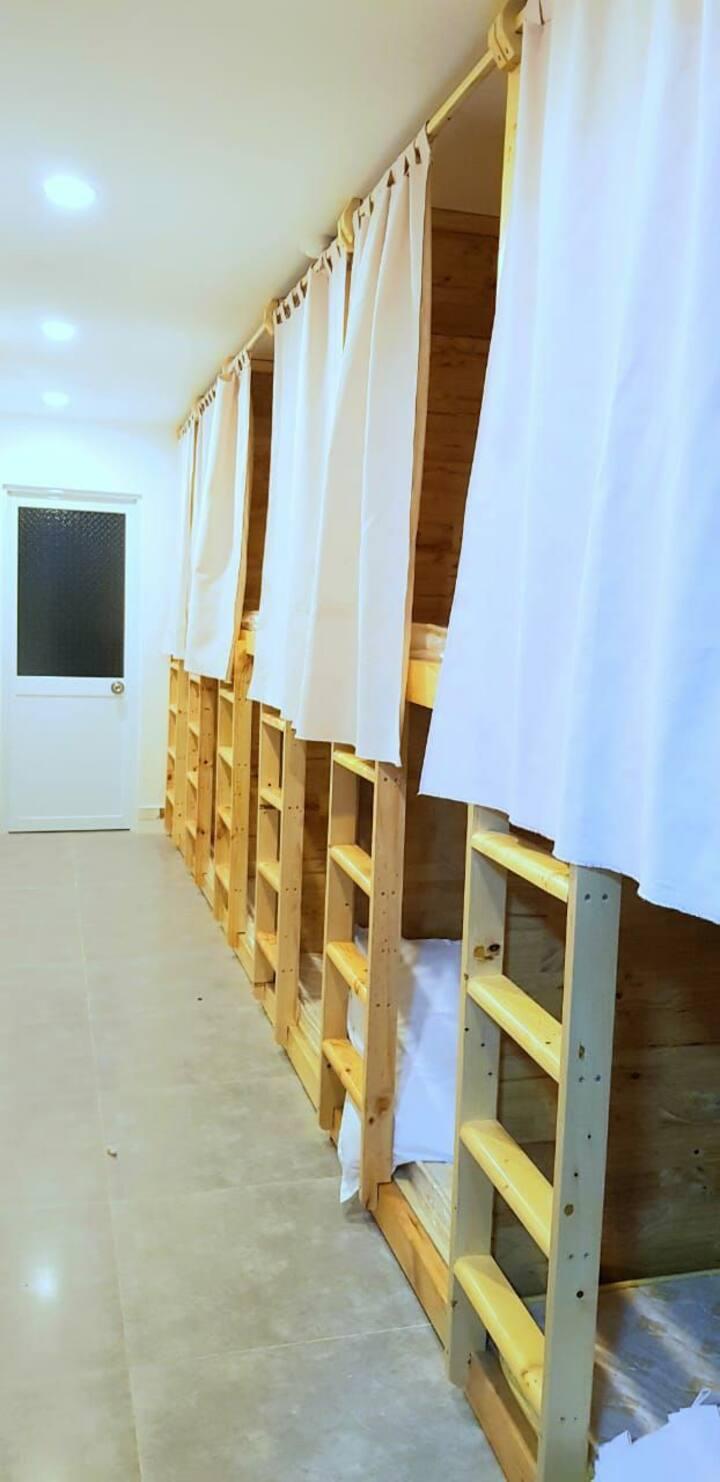 Dorm room phòng tổ ong