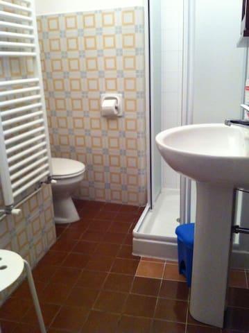 Il nuovo bagnetto con la doccia! - The new bathroom with comfortable shower!
