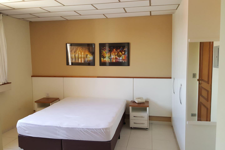 Vista do Quarto com cama de casal - opção de 2 camas solteiro