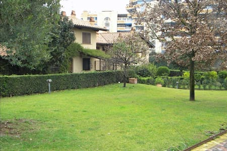 Large House - Villa in Rome - Roma