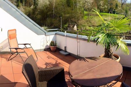 Unterkunft in Dachwohnung mit Terrasse /Waldblick