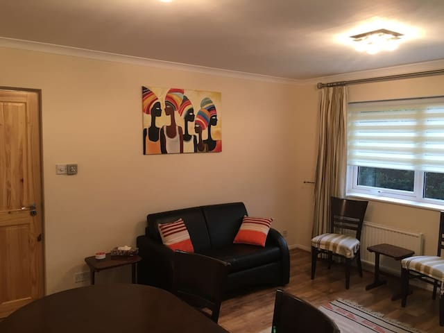 Bright 2 dbl-bedroom flat 20min to London Waterloo - Kingston upon Thames - Appartement
