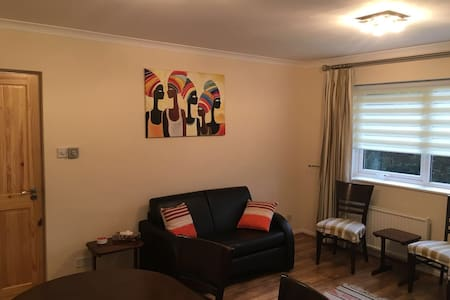 Bright 2 dbl-bedroom flat 20min to London Waterloo - Kingston upon Thames