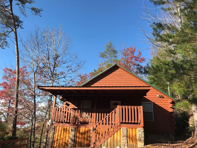 Cozy Family-Friendly Cabin in Ideal Location.