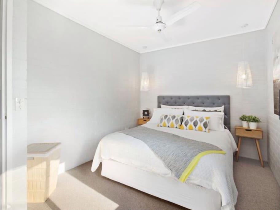 2nd Bedroom Queen size bed