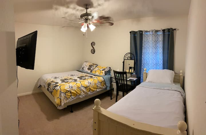 #2Cozy Room near walking trails and shopping.