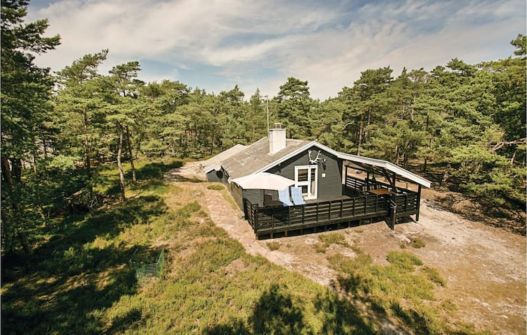 Holiday cottage with 3 bedrooms on 74m² in Nexø