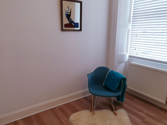 Renovated flat in great location & free parking
