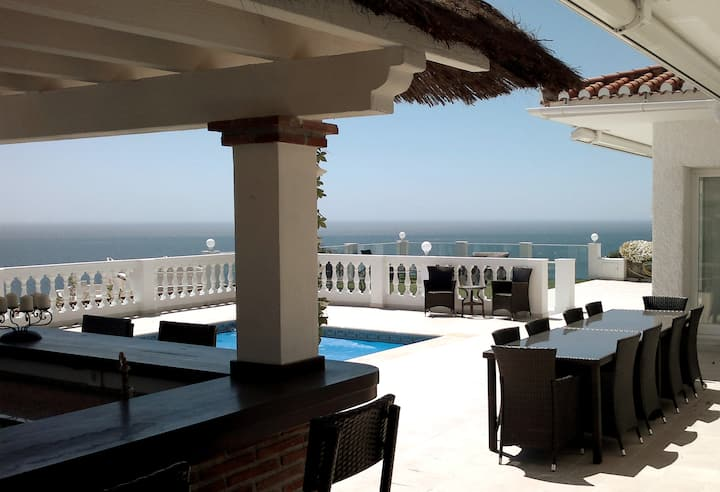 Villa with 180 ° panoramic views of the Sea